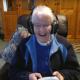 Xbox Beyond Generations - dame âgée tenant une manette